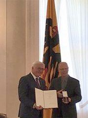 Ulrich Pieper, MSM, erhält das Bundesverdienstkreuz
