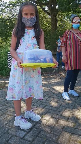 Aliyha aus der 5f hat für ihre neue Klasse Küchlein mitgebracht. Toll!