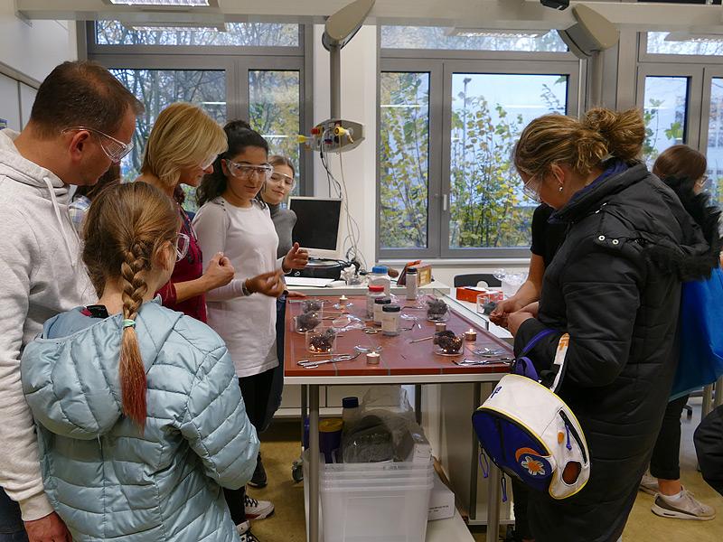 SchülerInnen leiten an., Foto: Anke Droste