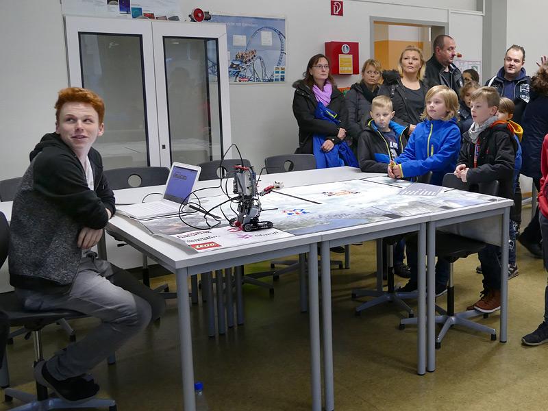 Schülervortrag im Physikraum, Foto: Anke Droste